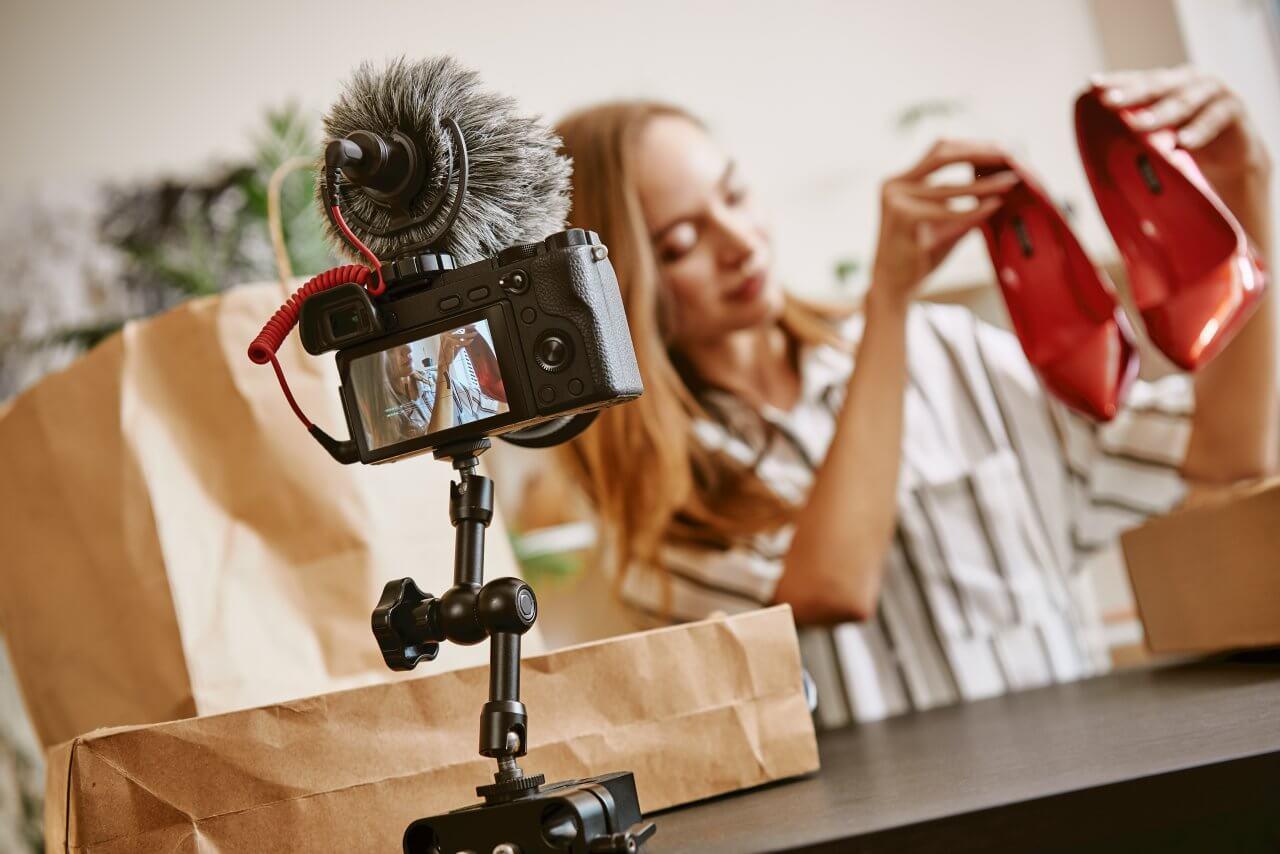 Nội dung video là loại nội dung hấp dẫn nhất.  Sử dụng nó để quảng cáo cửa hàng thương mại điện tử của bạn